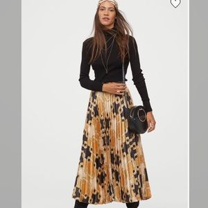 Pleated skirt. Richard Allen x H&M. Size Small